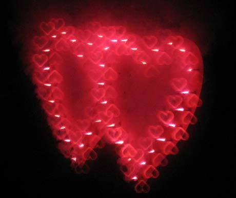 Lichterbild und Hochzeitsfeuerwerk durch Herzbrille gesehen
